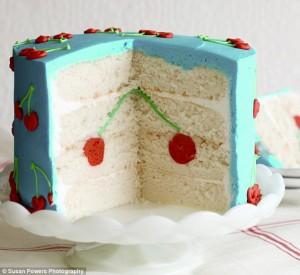 Видим результат, торт нарезали, но не важно кто и когда: The cake has been cut.